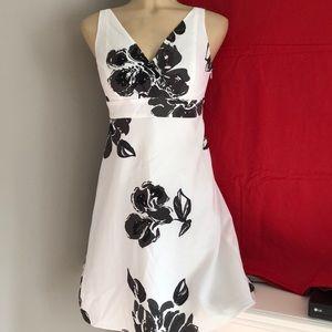 Ann Taylor Petites- beautiful flowing dress